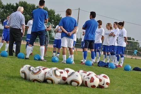 Les joueuses et le Président, jeudi (photo Marie Girousse)