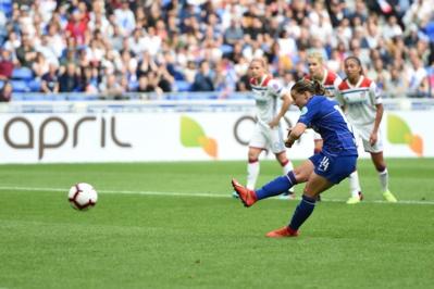 Le penalty de Kirby repoussé par Bouhaddi avant la pause (photo UEFA)