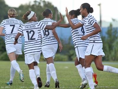 Les trois joueuses Antillaises qui se félicitent (photo fff.fr)