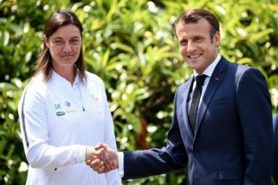 Corinne Diacre avec Emmanuel Macron