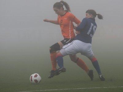 Landrieux tente de défendre sur Bakker (photo R Hendriks)