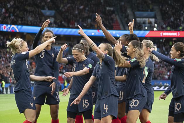 Les Françaises ont dansé sur la pelouse du Parc des Princes (photo Eric Baledent/FOF)