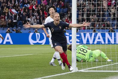 Le Sommer a ouvert le score pour la 21e fois en Bleue (photo Eric Baledent/FOF)
