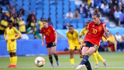 Hermoso sur la droite, puis sur la gauche de gardienne, a signé un doublé sur penalties (photo FIFA.com)