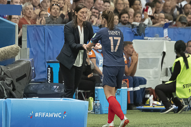 Corinne Diacre avec Gaëtane Thiney (photo Eric Baledent/FOF)