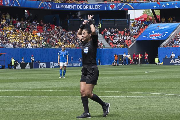 L'arbitre Melissa Borjas a fait appel plusieurs fois Ã* la VAR (photo Eric Baledent/FOF)