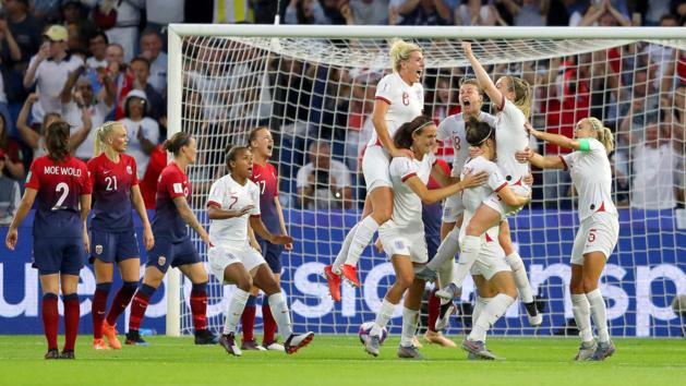 La solide équipe anglaise se congratule (photo FIFA.com)