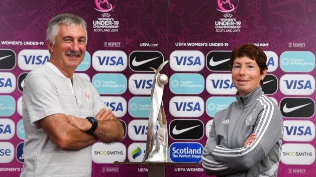 Les deux sélectionneurs finalistes (photo UEFA.com)