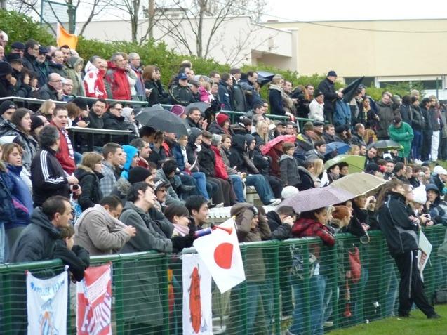 Il y avait quelques supporters nippons parmi les 600 spectateurs de la Plaine des Jeux