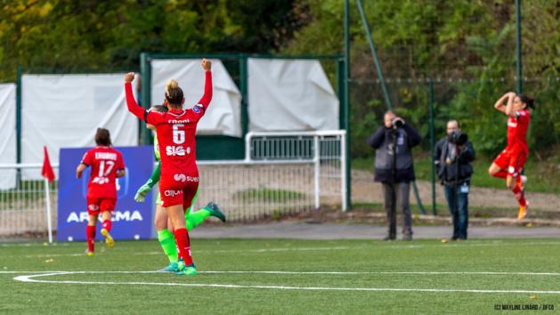 Barbance à droite offre la victoire à son équipe (photo DFCO)