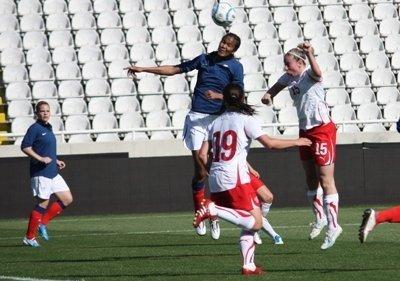 Wendie Renard et les Bleues se sont envolées dimanche pour Chypre (photo Sébastien Duret)