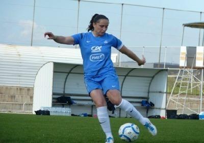 Ophélie Meilleroux sera titulaire aux côtés de Wendie Renard en charnière centrale (Photos : Thibault Simonnet)