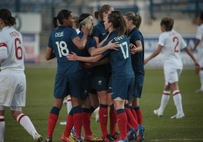La joie des Bleues après l'ouverture du score de Louisa Necib (Photo : Antonio Mesa - fff.fr)