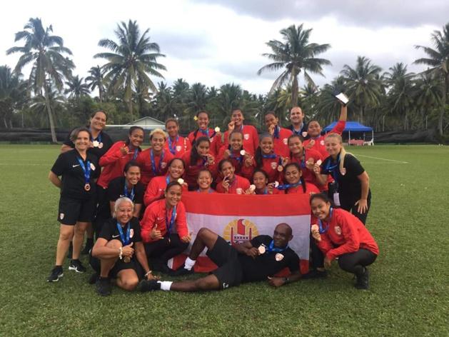 A Tahiti, Stéphanie SPIELMANN contribue à développer la pratique féminine