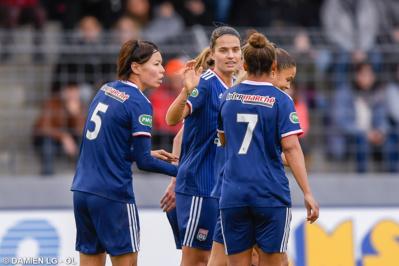 Marozsan, au centre, a amené son équipe vers la victoire (photo Damien LG/OL)