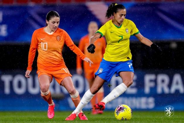 Andressa Alves devant van de Donk (phoot KNVB)