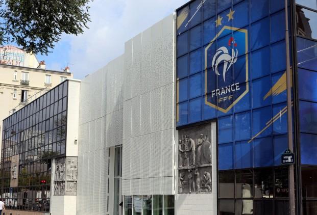 FFF - Communiqué : les décisions sur les championnats : la D1 pourrait reprendre, fin de saison pour tous les autres championnats