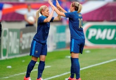Bleues – Camille ABILY : « J'espère qu'elles auront encore plus peur !  »