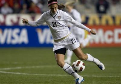 Alex Morgan (photo) avec Abby Wambach est une redoutable buteuse (photo ussoccer)