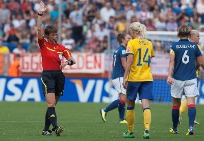 L'arbitre Kari Seitz comme l'an dernier dirigera les débats avec les mêmes assistantes (photo E Baledent/LMP)