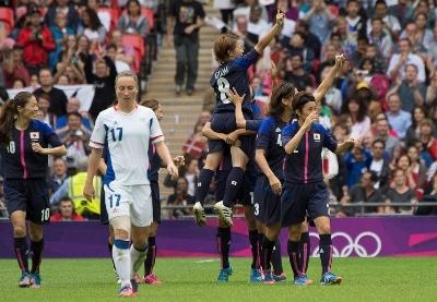 Deuxième coup franc et les Japonaises prennent les devants (photo E Baledent/LMP)