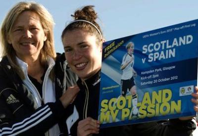Anna Signeul et Jane Ross font la promotion du match qui aura lieu à Hampden Park