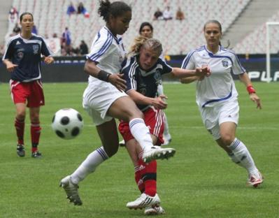 Georges au duel avec Prévost lors de la finale au stade de France (archive PSG)