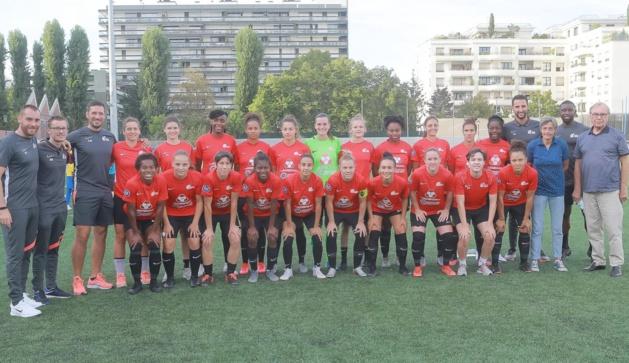 Le groupe isséen sur le stade Le Gallo (photo Patrick Vielcanet/GPSO Issy)