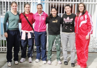 Kemily, l'ancienne lyonnaise Simone Jatobá, Flávia, Patrícia, et Noeli, aux côtés de Emilie Gonssollin (deuxième à droite)