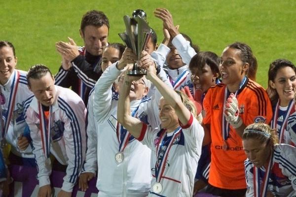 Sonia Bompastor termine sa carrrière de joueuse par un trophée (photos E Baledent/LMP)