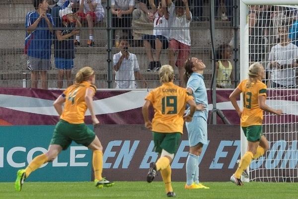 Camille Abily après son penalty manqué (photo E Baledent/LMP)