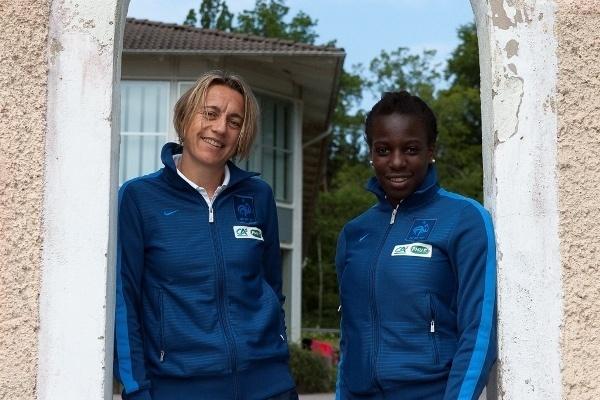 Sandrine Soubeyrand (39 ans, 195 sélections) - Viviane Asseyi (19 ans, 1 sélection) (photo : Eric Baledent)