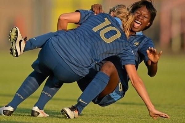 Joie après le but pour Sandie Toletti et Aminata Diallo (photo UEFA.com)
