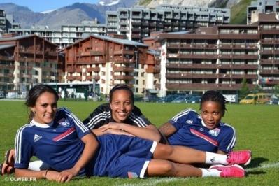 Louisa Necib, Sarah Bouhaddi et Elodie Thomis prennent la pose sous le soleil de Tignes