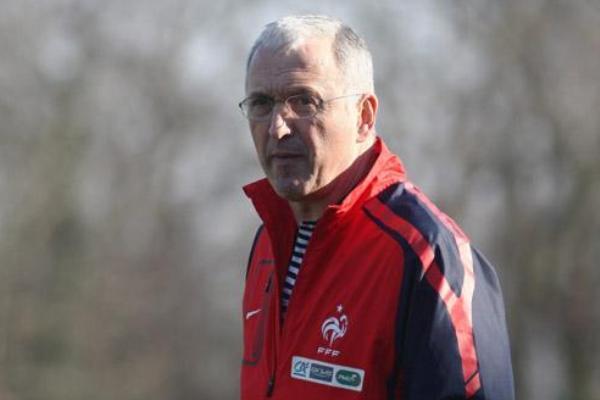 18 joueuses issues de trois clubs ont été retenues par le nouveau coach des Bleues