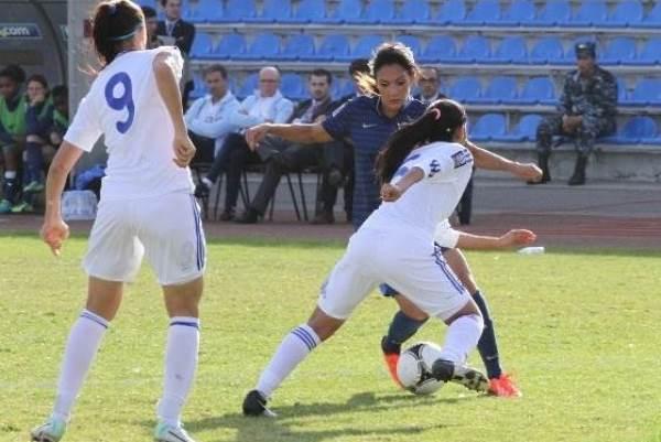 Louisa Necib, sur le côté gauche, aura été aussi très sollicitée par les corners (photo SKZ)