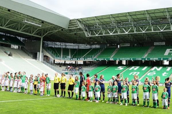 Les deux équipes ont foulé pour la première fois le Chaudron (photo Richard Mouillaud)