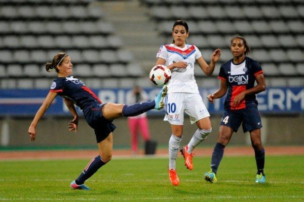 Caroline Pizzala, ici à la lutte avec Louisa Necib lors de la seule défaite du PSG cette saison. (Photo : psg.fr)
