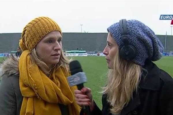 Laure Lepailleur interrogée par une autre Normande Candice Prévost, avec le bonnet d'usage (image Eurosport)