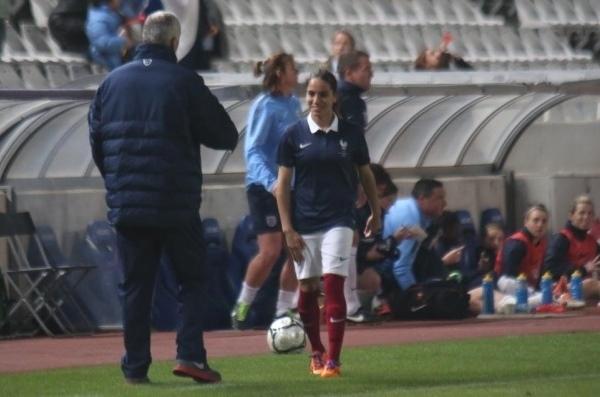 Amel Majri n'avait pas pu rentrer à Chypre à cause d'un ballon capricieux... (Photo : Sébastien Duret)