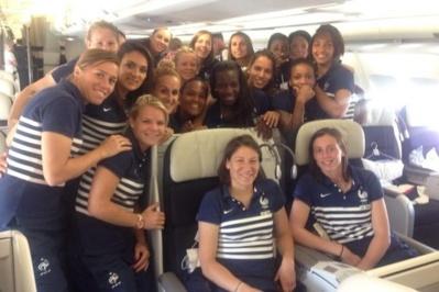 Petit selfie dans l'avion pour la Guyane (Twitter/Vivi Asseyi)