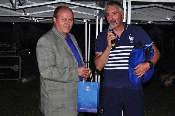 Gilles Eyquem, à droite, lors du protocole d'après match