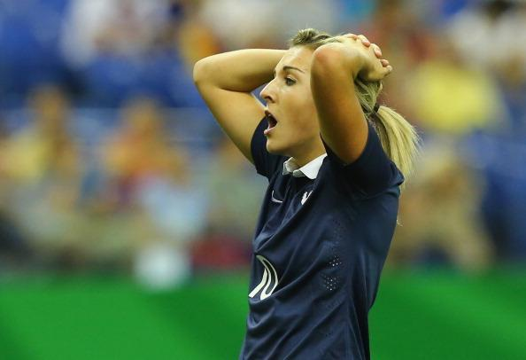 Toute la détresse de Claire Lavogez après la défaite des Bleuettes face à l'Allemagne en demi-finale de la Coupe du monde U20 (Photos fifa.com)