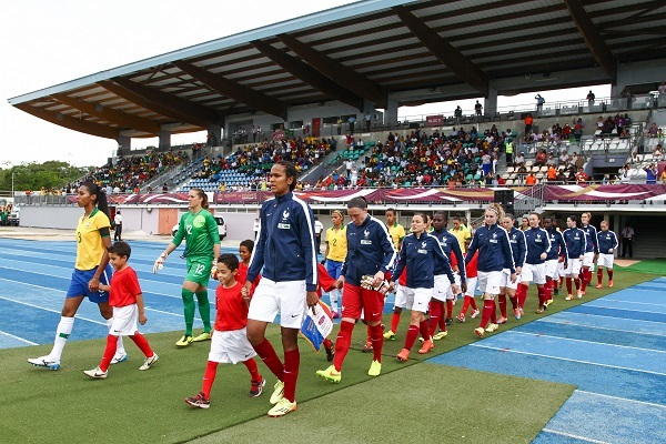 Wendie Renard lors du match France - Brésil en juin dernier en Guyane (photo FFF)