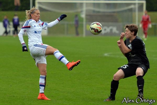 Lara Dickenmann, en position plus offensive, a contribué aux buts lyonnais