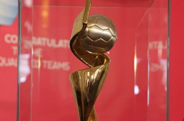 Le trophée de la Coupe du Monde 2015 (photo A Mesa/FFF)