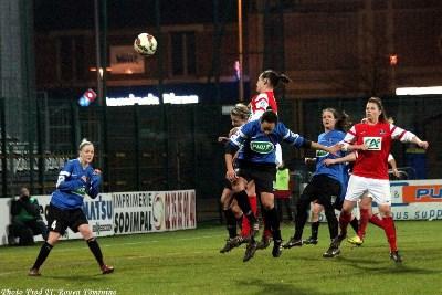 En fin de match, un coup de tête a permis au FC Rouen de prendre les devants (photo Fred Rouen)