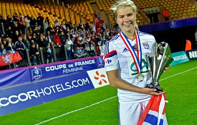 Hegerberg avec le trophée (photo Le Progrès)