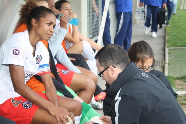 Laura Georges a été touchée au genou lors de ce match. De quoi mettre en cause sa participation à la finale de la Ligue des Champions ?