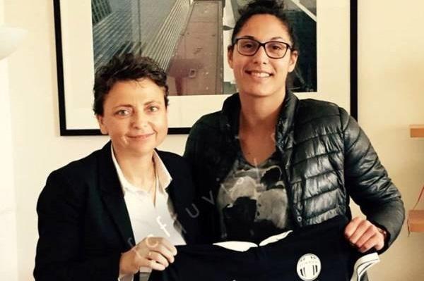 D1 - Le FCF JUVISY fait signer Karima BENAMEUR